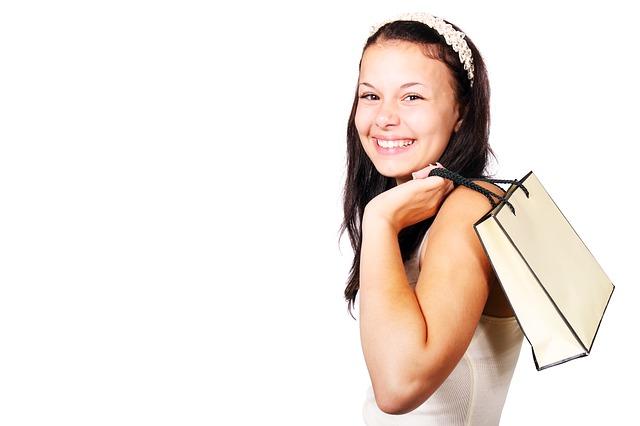 žena na nákupu